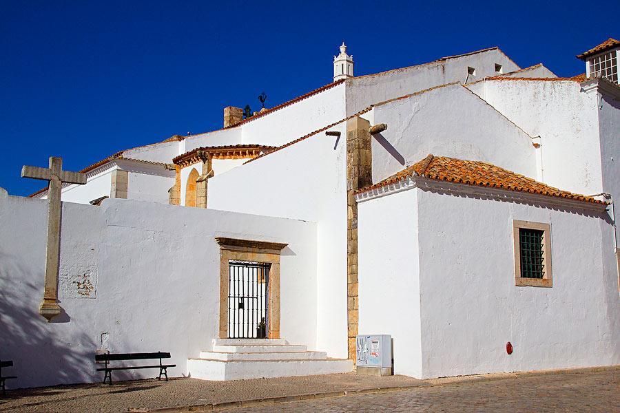 Faro houses