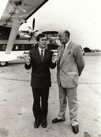 Minister Seamus Brennan and Bryan Cunningham, Chairman.